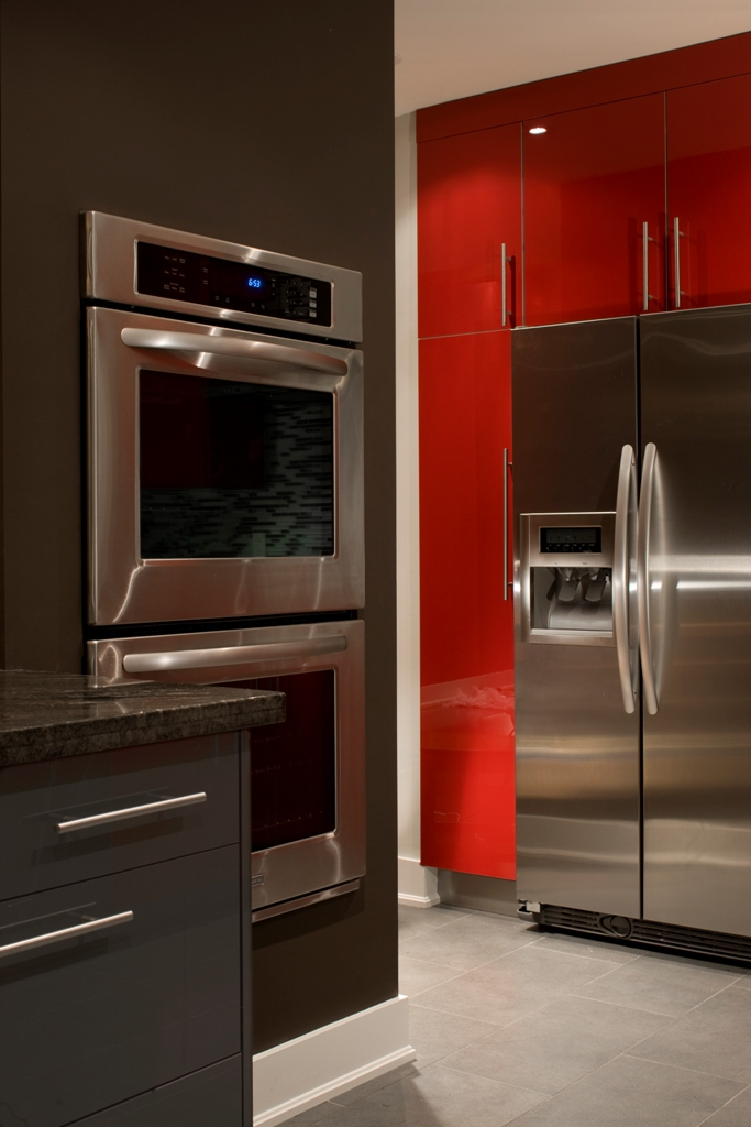 2-kitchen-and-fridge-with-ice-maker-after-reno