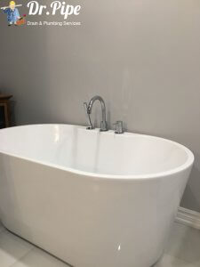 free stand bathtub with faulcet installation